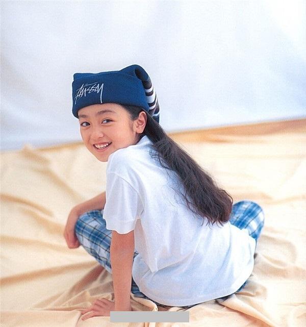 日本「童顏女星」安達祐實 遭男客搓揉豪乳