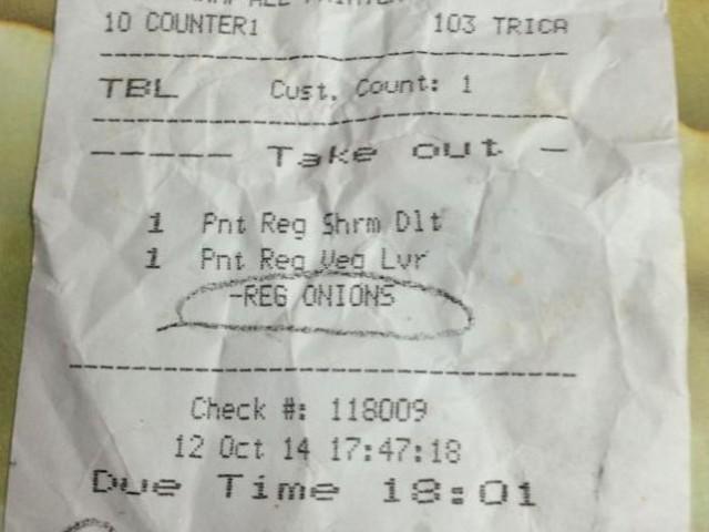 """新加坡大型连锁披萨店 Pizzahut因标记顾客为""""Pink ... Lady"""" 而道歉..这位店员你也太白目"""