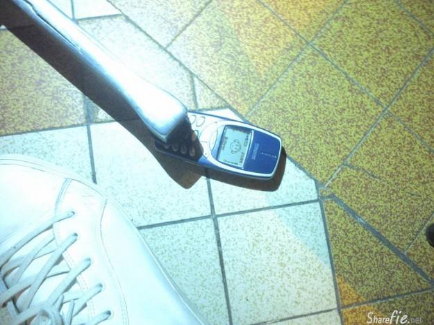 Nokia如今已成为了历史,nokia品牌从此消失。。 网友们制作了超暴表组图向经典3310致敬。。