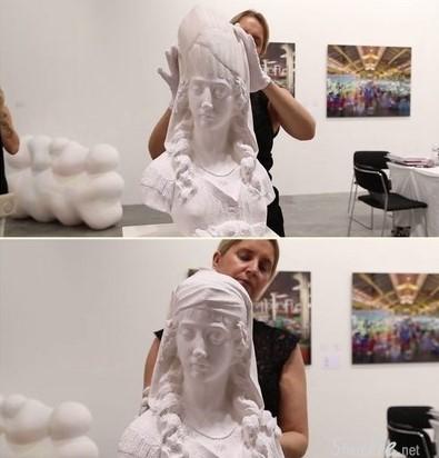 一开始我还以那只是一尊普通的艺术石膏雕像,当你知道它是用了一种你万万没想的材料制做而成。。你一定不得不佩服藝術家的創造力