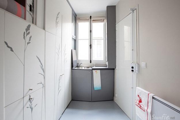 在巴黎有位女孩把非常狭小的公寓空间,巧妙设计成一间完整的家..书房睡房通通有.来看看她是如何办到的