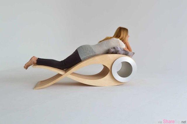 超酷的设计,这看起来像一只鱼的木质品,把它翻开后,原来还有这样多好用又舒适的功能