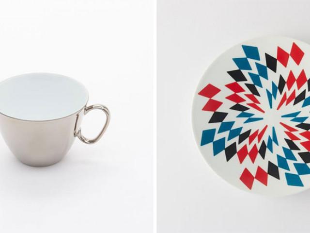 把杯身弄成镜子然后把图案从杯碟反射在杯子上