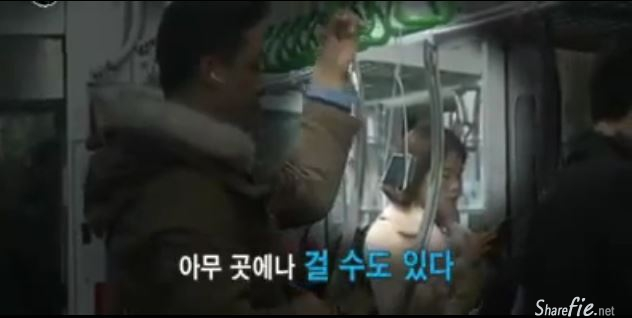 韩国生活的达人-找到了一位对衣架情有独钟的人,衣架在他手上扭一扭就变成了非一般的架子。。最后他竟然做出了一个让所有人都目瞪口呆的东西