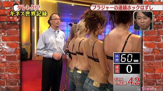 竟然有這種世界紀錄 最快脫胸罩!?日本男子挑戰世界記錄60秒內可以脫下多少個胸罩呢?