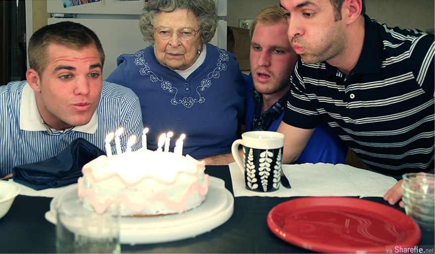 重拍旧照风潮,三兄弟串通爸爸与祖母给妈妈一个生日惊喜