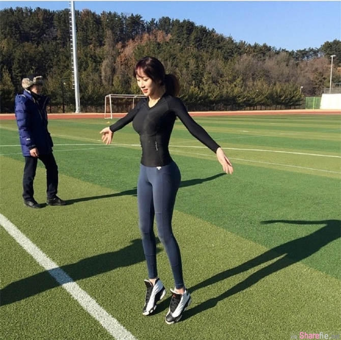"""韩国""""最美体育教师""""身材性感,学生们都舍不得下课。网友:老师的臀太翘了,怎么练啊"""