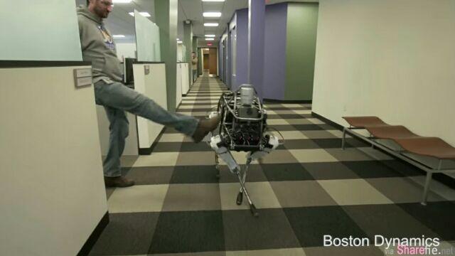 谷歌研发最新机械狗,拥有超强的平衡力,用脚大力的踹一下也不会跌倒