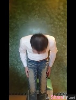 正妹店長遭顾客潑咖啡「我他媽花錢是大爺」遭网友人肉搜索,最后自拍道歉影片