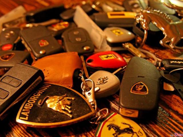 原来汽車遥控钥匙还有这些功能,99%的人都不知道的救命功能!