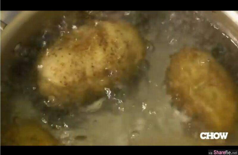 教你如何轻松就把马铃薯的皮给削掉,原来就这容易,以前削到皮乱飞,现在只要几秒!