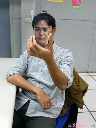 一秒變帥!日本網民天才級幻象 電話自拍變明星臉