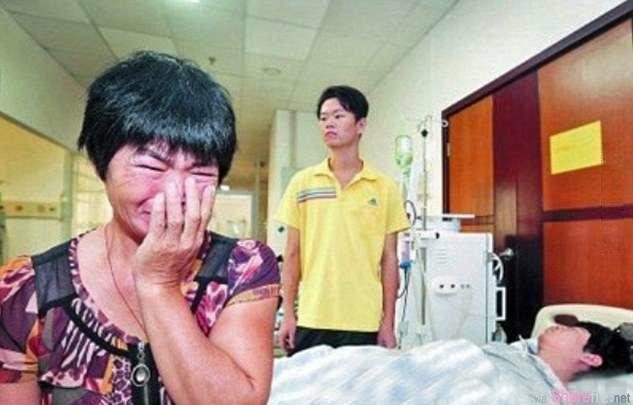 两名同时患尿毒症的儿子,妈妈只可以捐一个肾,这么悲痛欲绝的决定,这对兄弟做了一个决定……