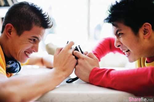 網友票選《令人反感的手機習慣 TOP 10 排行榜》
