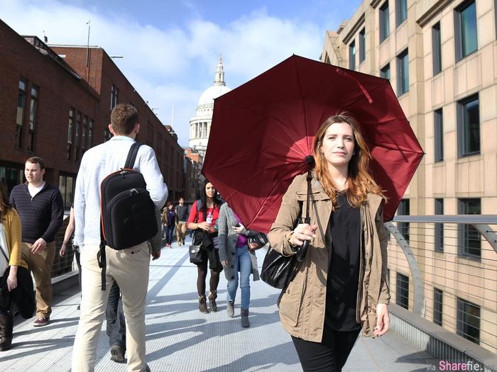 这把叫KAZbrella的雨伞,具有反向收傘的功能而不滴水