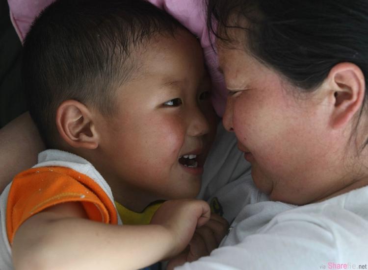 她的孩子從小被嘲笑笨,但媽媽做了 1 件事,孩子長大後給她很大的驚喜...!看完眼眶濕了...