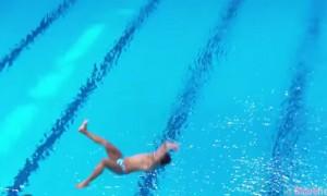 菲律宾跳水选手出现重大失误 四脚朝天跌入水中 影片遭疯传