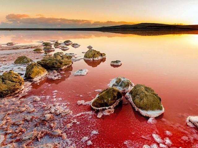 粉色盐湖、五彩湖… 盘点地球上五颜六色的湖 ,好美的大自然仙境