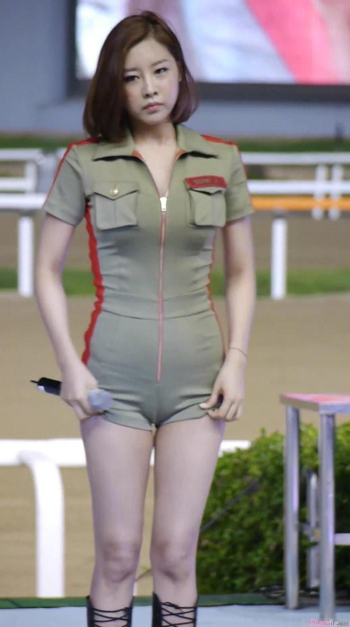 是太紧还是没穿!韩国9Muses团体意外露出含苞「骆驼蹄」网友:她的最大块