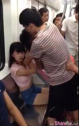 两女子地铁抢座上演