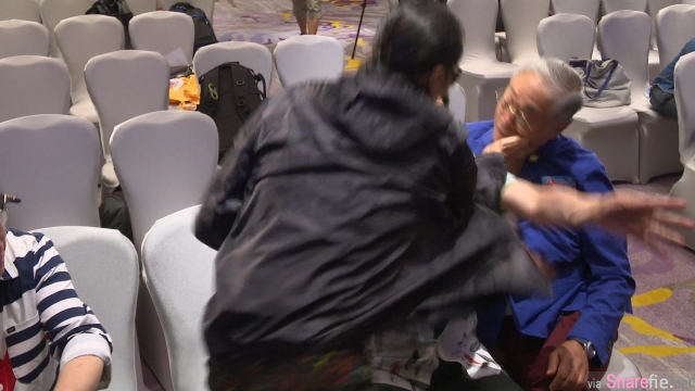 79岁谢贤记者会上掌掴80岁曾江惹众怒 网友:谢贤女友coco小49岁