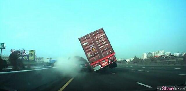 台湾恐怖车祸 货柜车翻复压扁轿车 以为是小车的错 另一曝光影片还原了真相