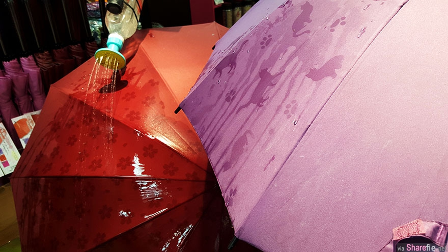 这把雨伞碰到水就会呈现隐藏的有趣图案