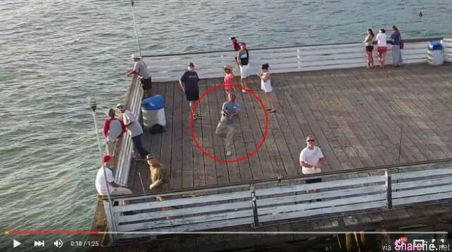天才小钓手!只见他一甩竿,钓鱼线竟然钓到...