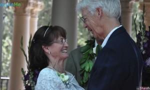 「忘不了曾经的初恋」 被拆散两人50年后重逢结婚