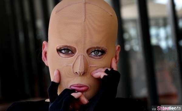 这个女孩因「太美遭忌」被放火烧伤毁容…2年后她决定脱掉面具勇敢面对人生!脱下后的脸竟然...!让我都哭了!