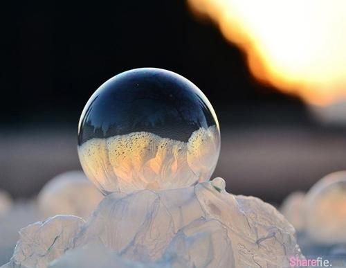 结了冰的肥皂泡泡是世界上短暂的美丽
