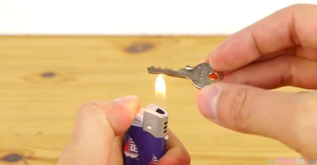 教你DIY制作备用钥匙 只要拿打火机这样烧起来 两分钟就搞定