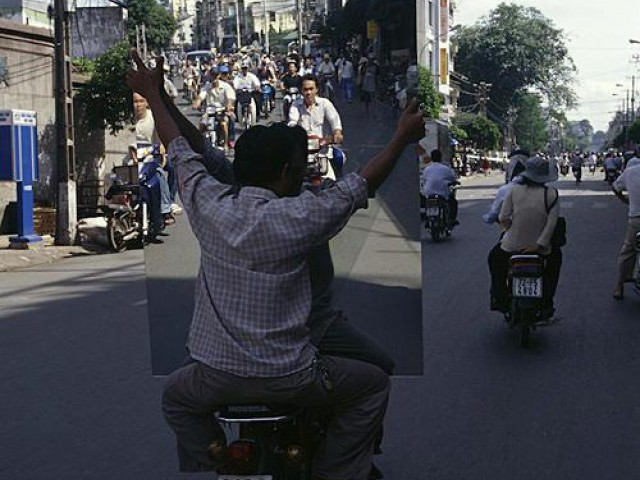 为了谋生,越南人是这样送货的