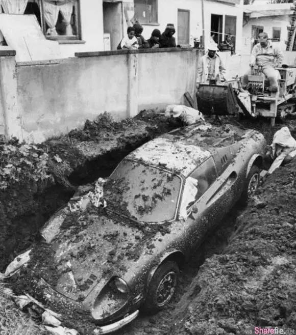 他的家后院不小心挖出一辆「法拉利」!后来调查得知,背后竟然是这样的故事