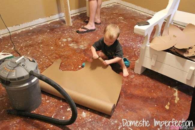 她把「牛皮纸」黏在地上我还一脸疑惑,看到最后的成果忍不住大声『哇』了出来!