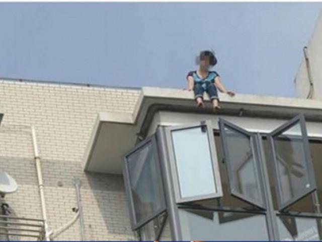 「妈妈我去天堂了,这里太累了」她说完后跳下21楼!杀死她的兇手竟然是....