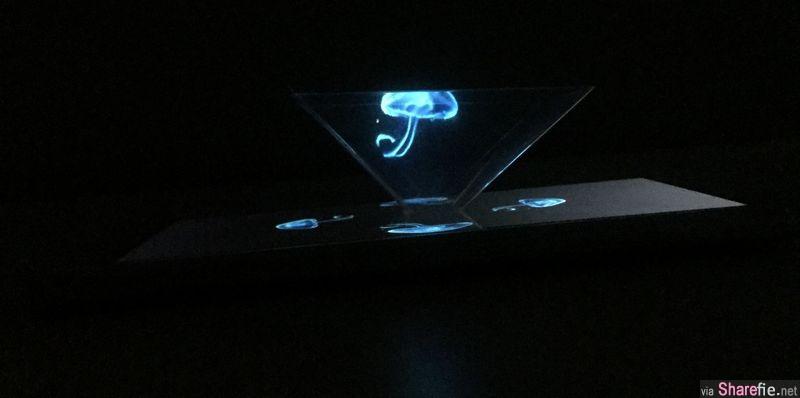 他把这个透明物放在手机上, 打开youtube后投影出来的立体效果会让你觉得超神奇