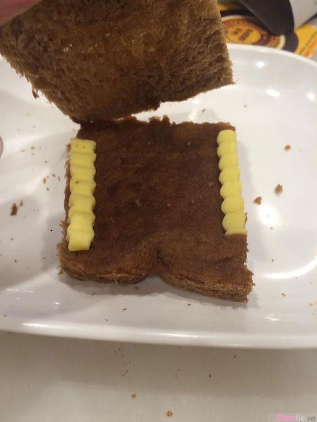 他在Old Town点了一份牛油面包 看到超厚的牛油觉得赚到 谁知道打开一看竟然....