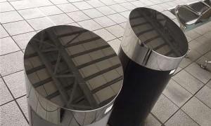 为什么高铁垃圾桶顶部是斜的?知道功用后网友大赞超实用!