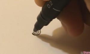 他用黑色原子笔画圈,大家以为他在鬼画符,看到最后的作品头皮整个都麻了!