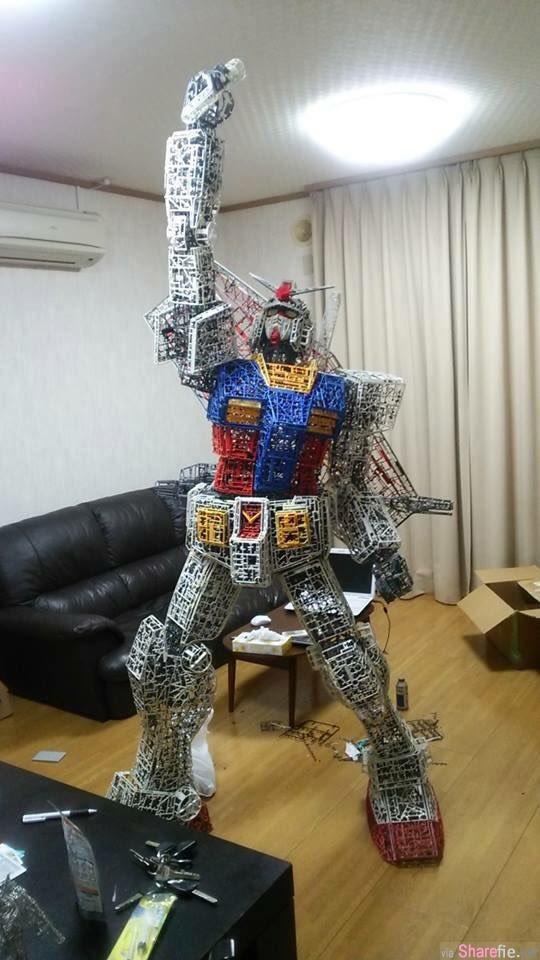 日本网友利用钢弹模型丢弃的框架 重新再组装一个全新巨大的钢弹!