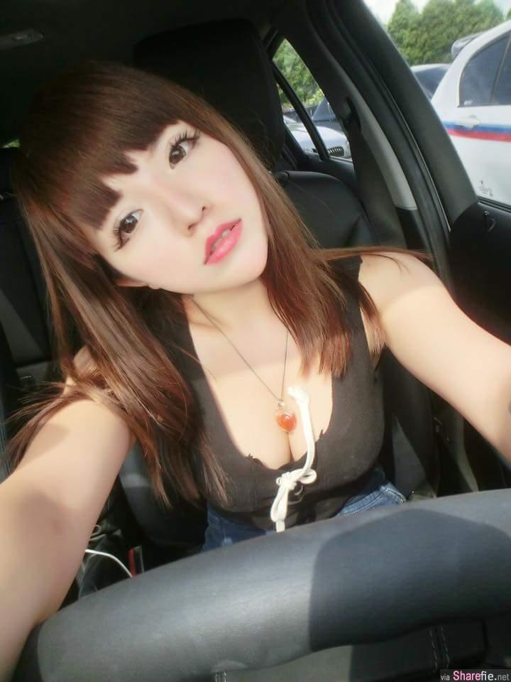 正妹停红灯在车里吃劲辣鸡腿堡结果警察过来要开罚单  网友:跪求笑点