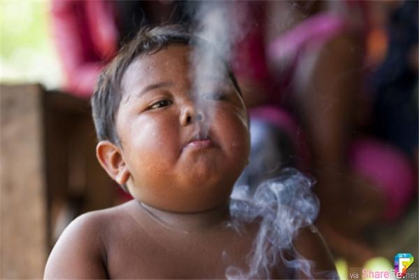 2岁他因一天抽40根烟震惊世界,6年后,变成这样