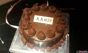 这个蛋糕上写着 大大的34 寿星看到后当场笑到肚子痛