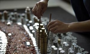 男子收集50000枚硬币之后闭关,一个月后的成品令人震撼!