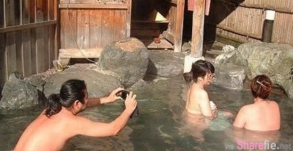 实拍:日本男女混浴池,现场遗留保险套