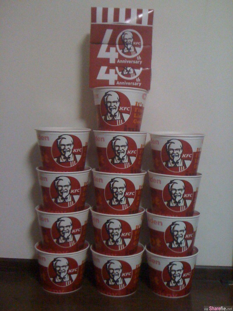 他接受挑战买了13桶的KFC炸鸡 用鸡骨拼出一头「王者基多拉」剩下的骨头还搭建了一座了望台