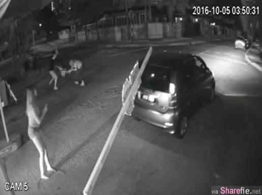 2名女子半夜开车遭刀匪尾随 情急下闯入住宅但保安见死不救  保安:我们只是打工,难道拿命博?
