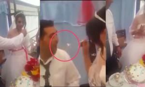 这对新人在婚礼上互喂蛋糕,新娘贪玩故意让新郎吃不到蛋糕,没想到下一秒新郎的动作让岳父非常火大