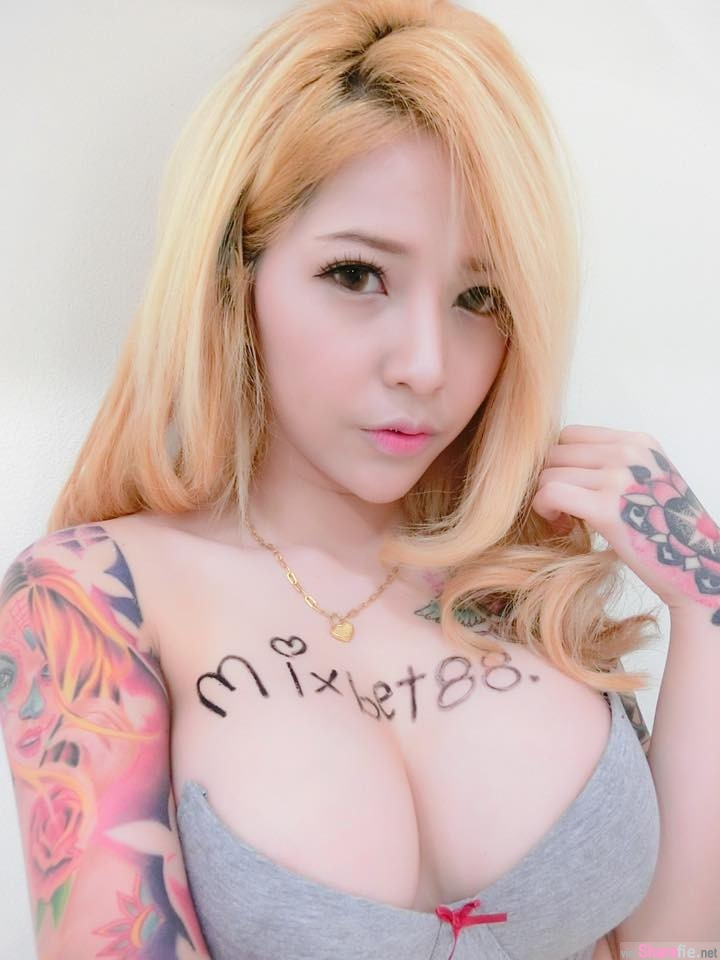 上围超勐F奶刺青正妹娜美,身材不科学网友喷血